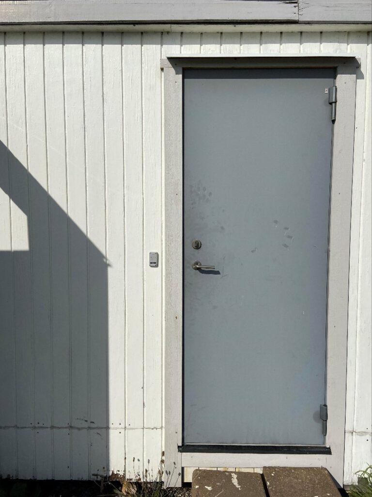 dörrläsare vid dörr